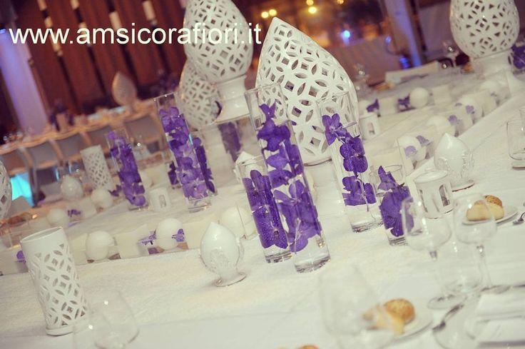 White apulia pottery, plexy, glasses and purple orchids. Water and salt on the table. A fun of heights and textures for a super chic wedding by the sea. Ceramica bianchissima, plexy, vetro e orchidee viola. Acqua e sale sulla tavola. Un gioco di altezze e consistenze per un matrimonio in riva al mare super chic. #mixandmatch #chic #superchic #apulia #Gargano #Salt #margheritadisavoia #White #ceramica #pottery #purple #orchids #wedding #weddingbythesea #pumi #floatingcandles #plexy…