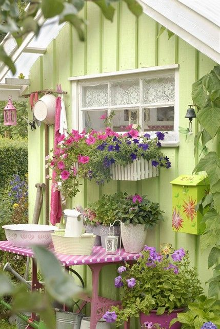 Little green potting shed with pink flowersGarden Sheds, Pink Flower, Ideas, Windows Boxes, Green Gardens, Little Gardens, Pots Sheds, Gardens Sheds, Gardens Cottages