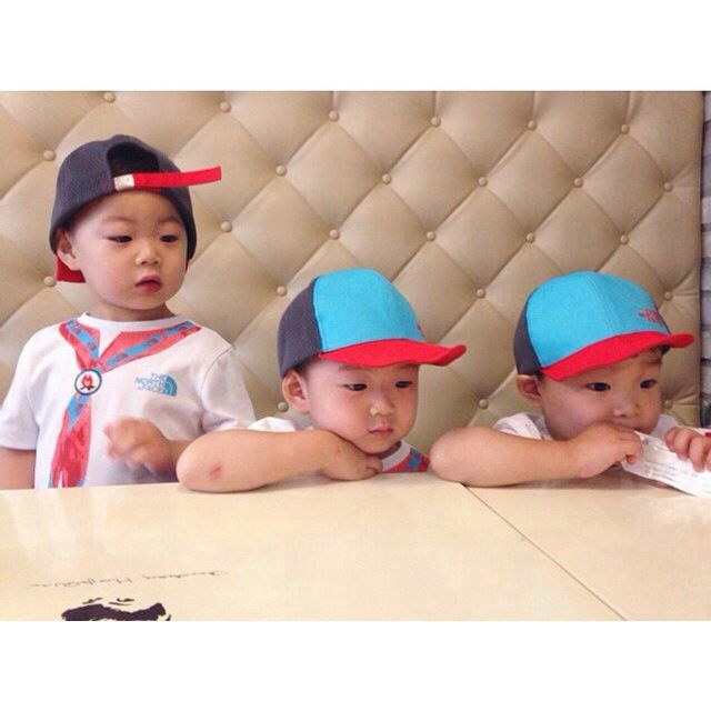 My new favorit boys!! Why they're so cute??!! 사랑해 대한 민국 만세 #triplets #daehan #minguk #manse #TheReturnOfSuperman