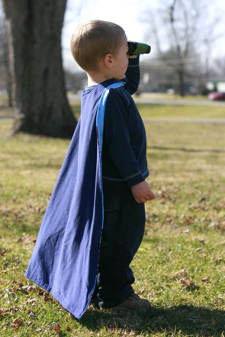 Child's Cape Pattern & Tutorial! There is a little boy I know who pretends to be Batman all the time. I want tom make him a cape instead of his blanket that we always tie around his shoulders. This will be useful!