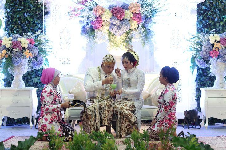 Pernikahan Adat Jawa Ria dan Bogy - IMG_8189