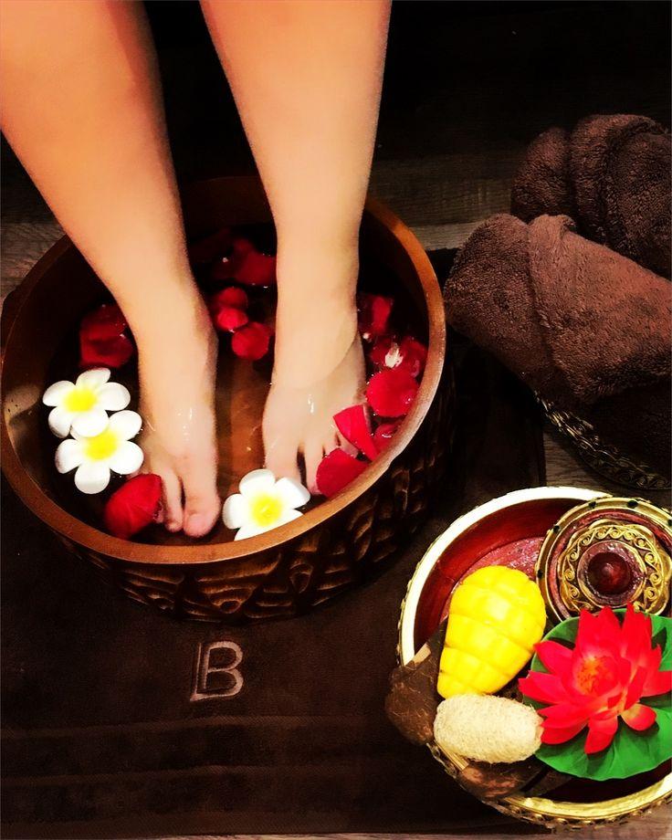 Fuß Massage  📢NEUERÖFFNUNG TERMINE AB 3.JULI MÖGLICH 📢 Angebot 25% auf alles 😱 ‼️Ideal auch als 🎉Geschenkgutschein 🎁✉️ Direkt hier bestellen: www.roythamas.de/Shop 👈🏻 📎🏷 💻info@roythamas.de 💕📞015 237007117 🏁Aachener Str. 235 41061 M'gladbach 🖋🖋Termin Mo-Fri 10:00-20:00 Uhr Sa 12.00-19.00 Uhr und nach Vereinbarung