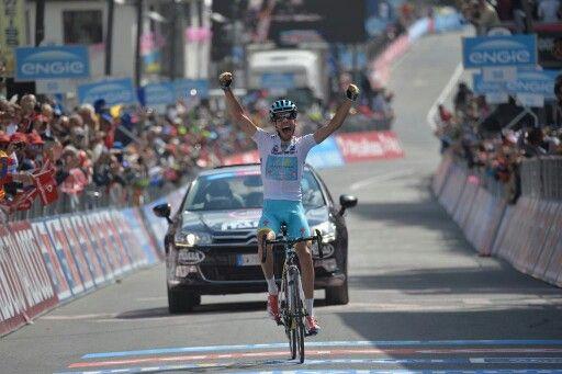 Dopo giorni difficili Fabio Aru può finalmente sfogare le sue emozioni sul traguardo vincente di Cervinia :-)