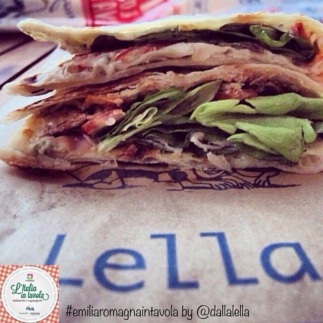La ricetta dell'originale #piadina romagnola per #italiaintavola #emiliaromagnaintavola #streetfood #italy #italianfood #bologna
