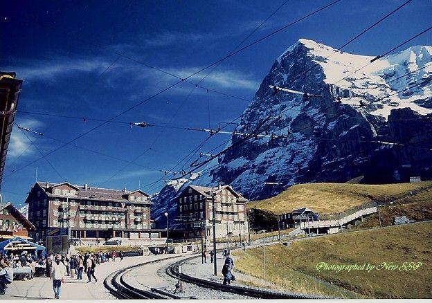 スイスの青空とアイガー北壁