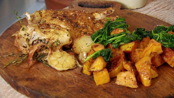 Utbeinet kylling med hvitløk, muskat og spinat.