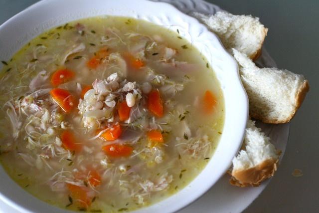 деревенский куриный суп с белой фасолью