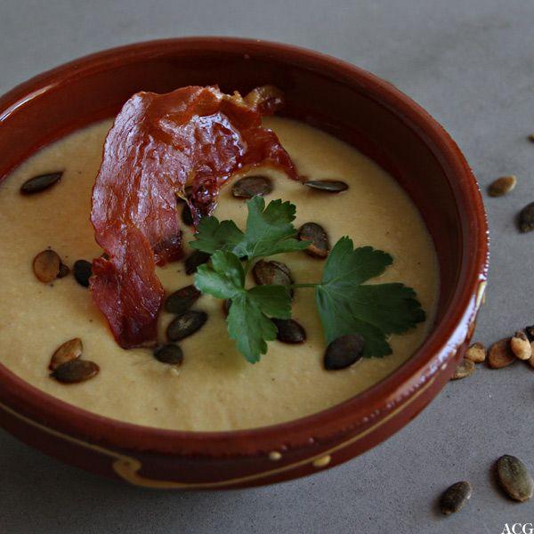 Smakfull mandel- og løksuppe fra Spania. Tyknet med finmalte mandler og med smak av safran, røkt paprika og syrlig men mild sherryeddik. Perfekt forrett