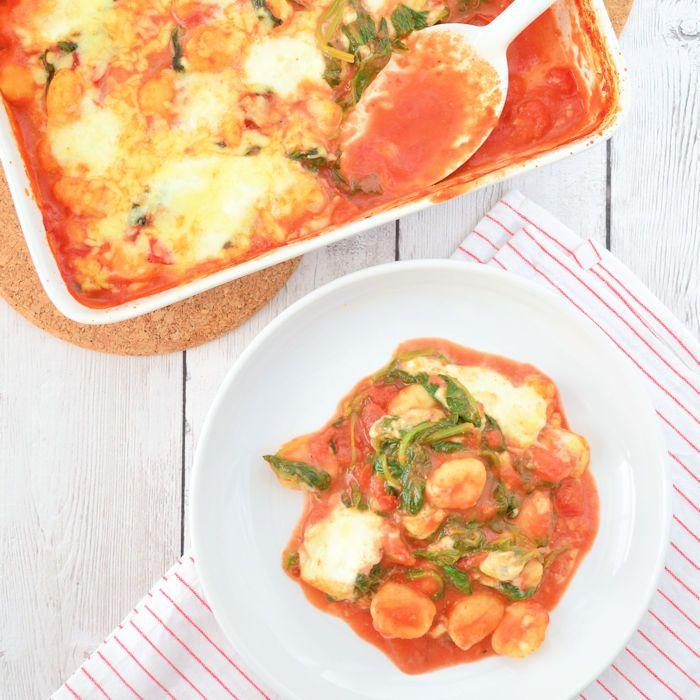 Ik maakte een gnocchi ovenschotel met spinazie en mozzarella. Lekker, snel gemaakt en helemaal niet moeilijk. Recept heb ik voor je uitgeschreven.