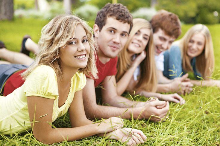 Relațiile bune cu cei de aceeași vârstă sunt esențiale stării de bine a adolescenților