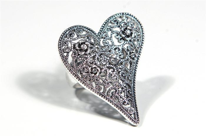 Hjerter Filligree & Diamante Ring  www.karmeleons.com.au