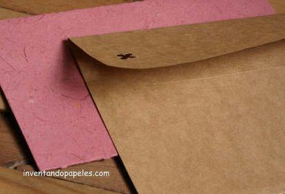 sobre en papel kraf , tarjeta de papel reciclado