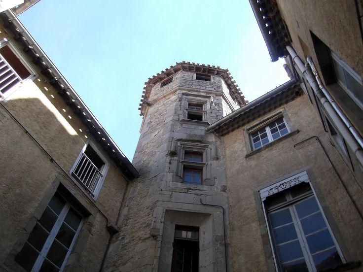 La tour hexagonale de Viguier de l'hôtel de Saint-Martin (XVIe siècle) située dans la bastide Saint Louis. Photo: Chroniques de Carcassonne