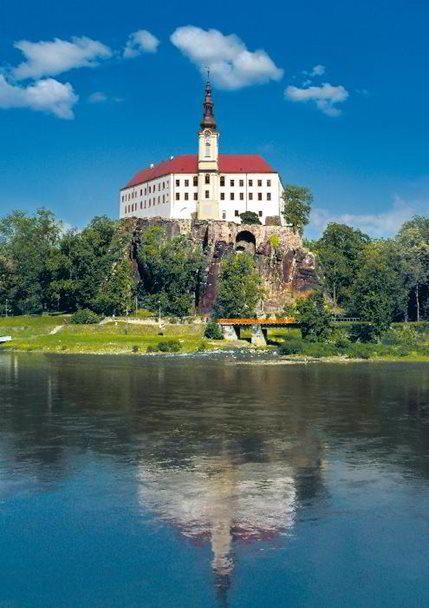 CO SE KDE DĚJE Výstava Chrámový poklad na zámku v Děčíně http://www.dobrynocleh.cz/clanky/co-se-kde-deje/vystava-chramovy-poklad-na-zamku-v-decine