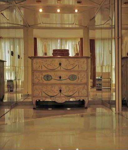 Продан фантастические роскошный пентхаус, 500м2., И 100м2., Террасы. Он имеет 5 спален и одной ванной комнатой с джакузи, гостевой санузел, мраморные полы, дубовые двери лакированные, 3 комнаты отдыха, большая столовая с террасой, кухня с офисом. Из службу усиленные двери, машинное отделение, отопление, кондиционер / отопление, сигнализация, поднимите внутри дома с ключом (ключ). Большой двойной шлюз портала мрамором, бассейн, домофон и видеодомофон, гараж на 3 машины, хранение ...