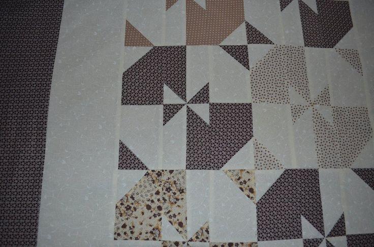 káva+se+smetanou....+patchworková+deka+v+barvě+kávy+a+smetany....+ušila+jsem+z+velmi+kvalitních+bavlněných+látek,+uvnitř+vatelín,+prošito+velikost+deky+je+105+x+145+cm