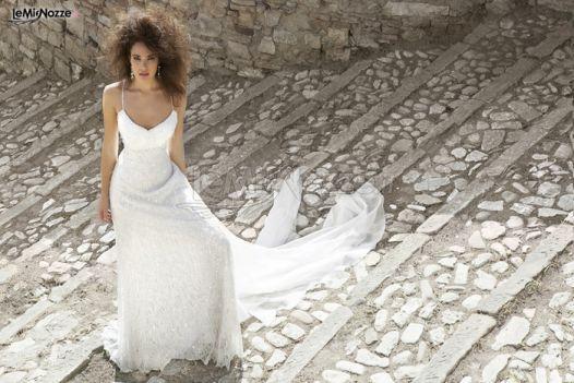 http://www.lemienozze.it/gallerie/foto-abiti-da-sposa/img32900.html Abito da sposa con spalline strette, tutto ricamato