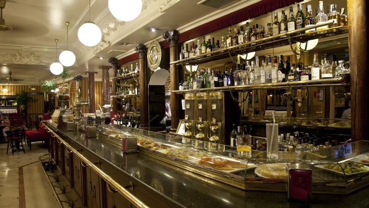 Interior del elegante Café de Oriente, en Madrid