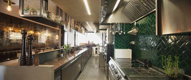 Oltre 25 fantastiche idee su piastrelle da parete su for Piastrelle cucina ristorante