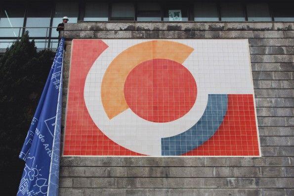 Painel da autoria de Fernando Lanhas com 35m2 (5m x 7m) executado em 2012 no atelier de cerâmica da cooperativa Árvore por Jorge Parracho. Colocado no túnel da Ribeira no Porto, foi inaugurado em 22 de Fevereiro de 2015