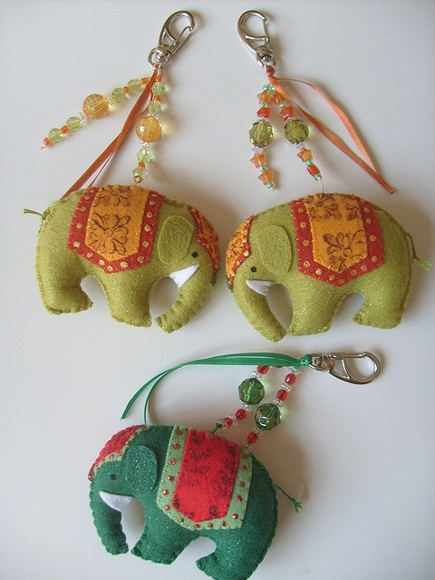 Chaveiros de elefantes indianos! by Arte & Mimos, via Flickr