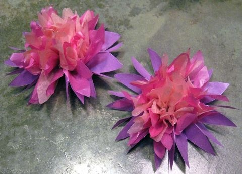 Tissue paper lilies-Wish I had found these a few days ago for my little girls bday party...