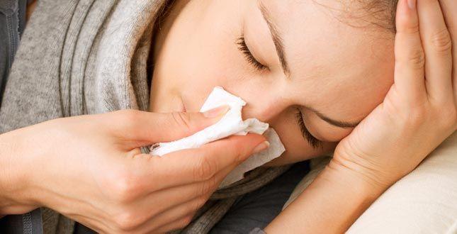 Zonder neusspray of andere middelen ben je met deze tip zó van je verstopte neus af! Een verstopte neus is niet alleen voorbeho...