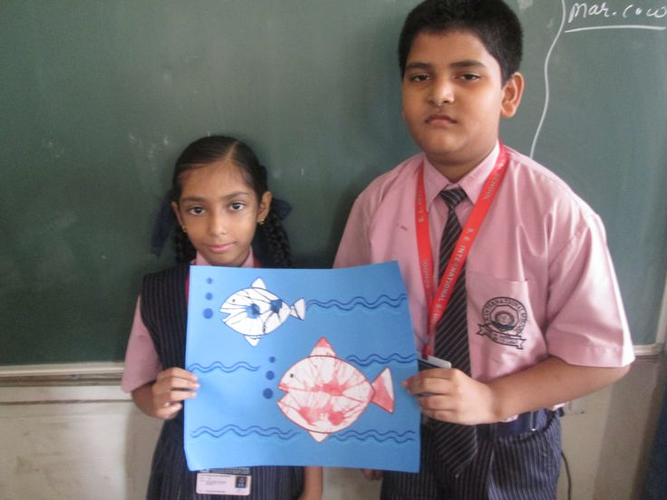 A fish water aquarium displayed by the students of class 4, showing their efforts of creative art.  #students #chart paper #activity  #enjoy #colourful #fun #happy