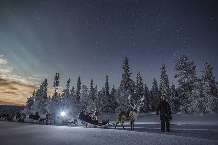 Μια Φινλανδή φωτογραφίζει χιονισμένα τοπία κάτω από το Βόρειο Σέλας. Το αποτέλεσμα είναι απλά μαγικό!