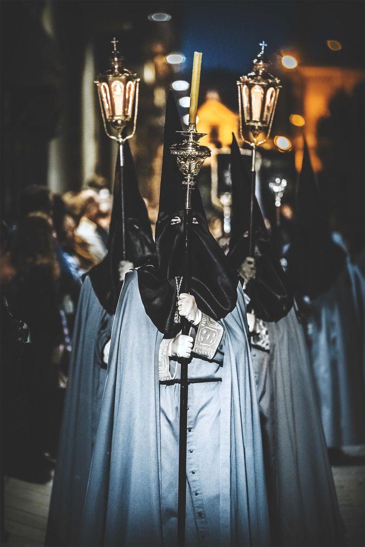 Procesión de Semana Santa. Penitentes en la ciudad de Valladolid