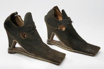 women's shoe overshoe soles.  NAME  Owner :Alexander Dale von Post  DATING  about 1650  OTHER KEYWORDS  shoe  COLLECTION OF THE  Royal Armoury  INVENTORY NUMBER  17576 (5757: a)
