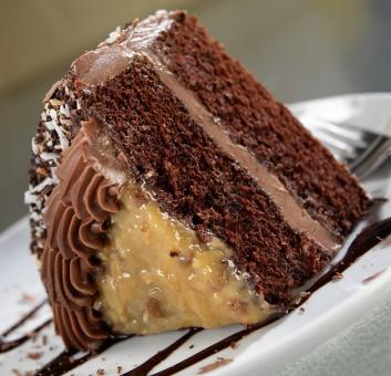 Niemieckie ciasto czekoladowe. Ciasto o bardzo wyrazistym smaku tofii z kokosami, orzechami z nutką czekolady :)