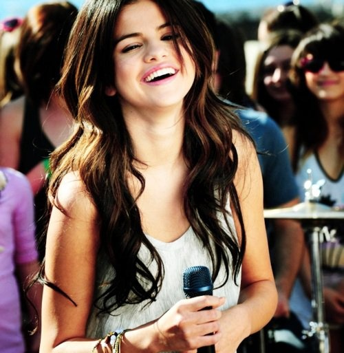 ah, she is one of the most beautiful young girls in the entire world.