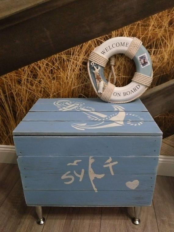 Maritimer Couchtisch Sylt Schatzkiste Maritime Holztruhe Truhe Telefontisch Beistelltisch Anker Holzkiste Mit Deckel Aufbewahrung Holzkiste Decorative Boxes Welcome On Board Decor