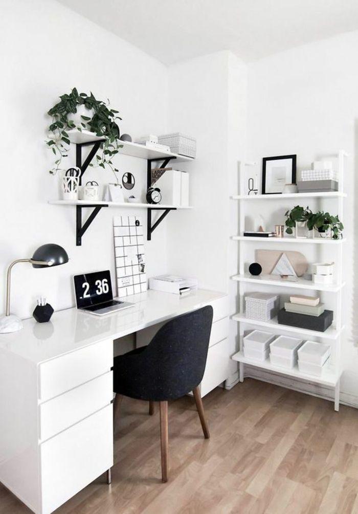 Chambre De 9m2, Bureau Blanc Avec Calendrier électronique, étagères Avec  Des Plantes Vertes,