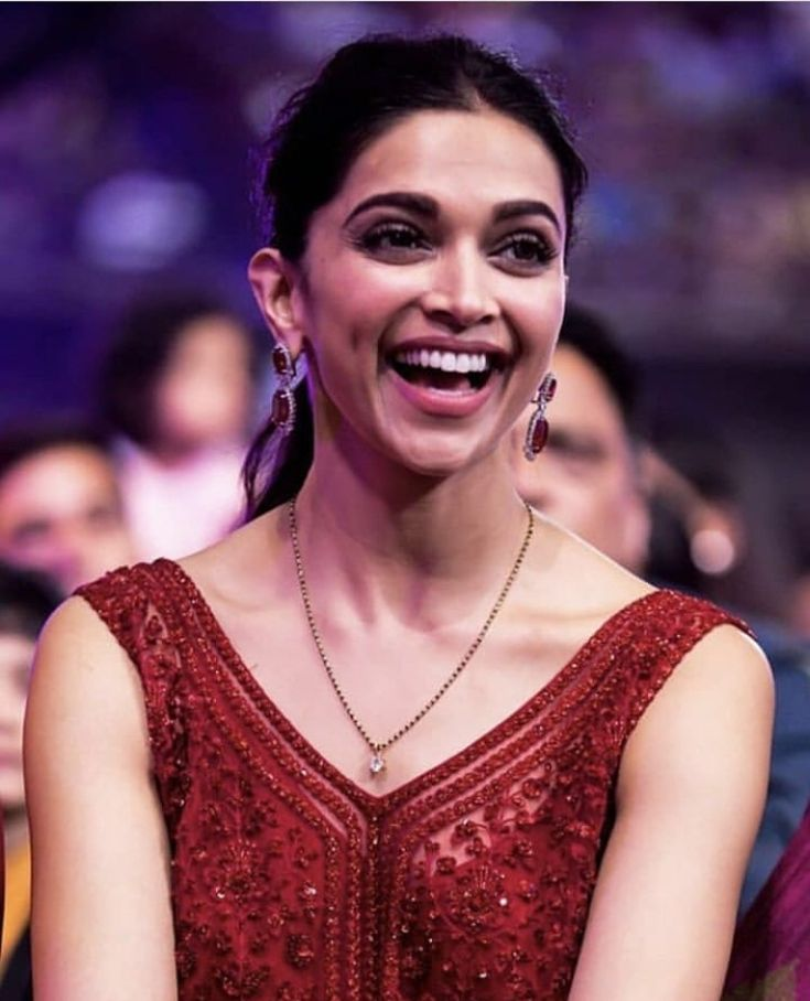 Pin by Vidhi Singh on Deepika in 2020 | Gold mangalsutra ...