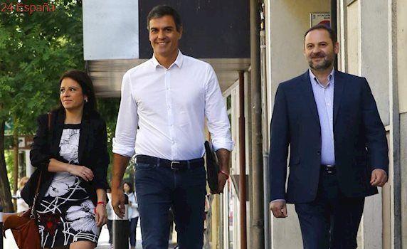 El PSOE no descarta la abstención en la moción de censura de Podemos