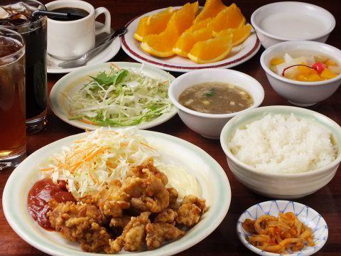 中国茶房8 - 料理写真:平日ランチは550円〜。サラダ、スープ付。ごはん、デザート、珈琲、烏龍茶がお替わり自由