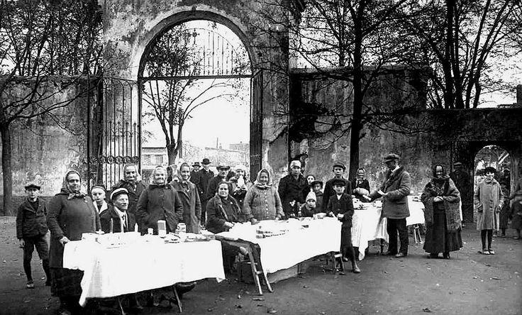 Brána hřbitova - mříž zhotovil Karel Kuba - zhruba 1920