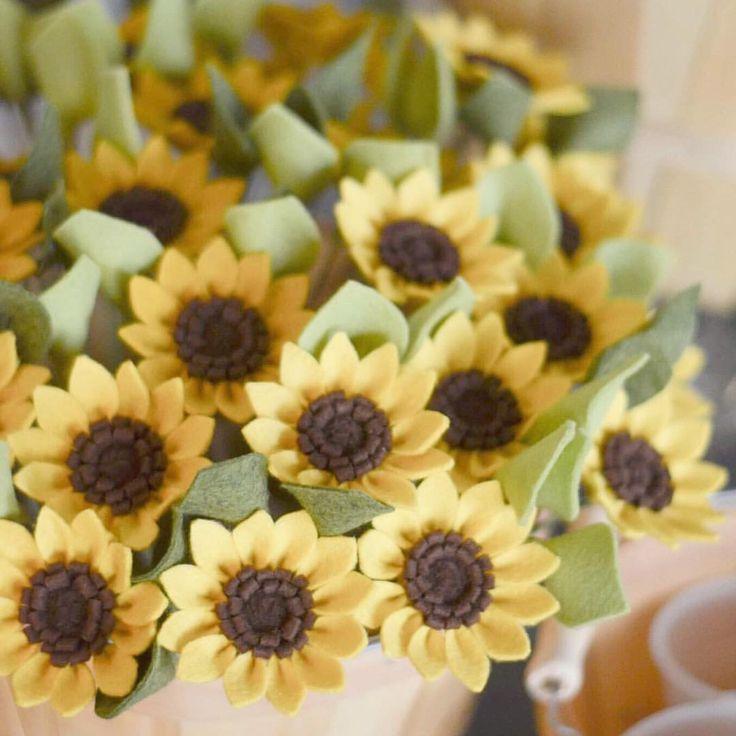 "341 Likes, 18 Comments - Leaph | Felt Flower Boutique (@leaphboutique) on Instagram: ""Lil baby sunflowers  • • • #creativelifehappylive #benziefelt #makersgonnamake #craftsposure…"""