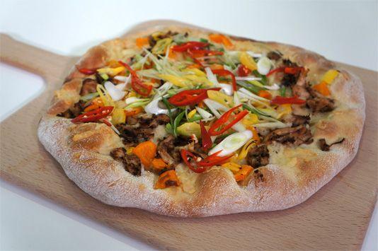 Κορεάτικη πίτσα με κοτόπουλο μπάρμπεκιου - 1000 Μίλια Γεύσεις