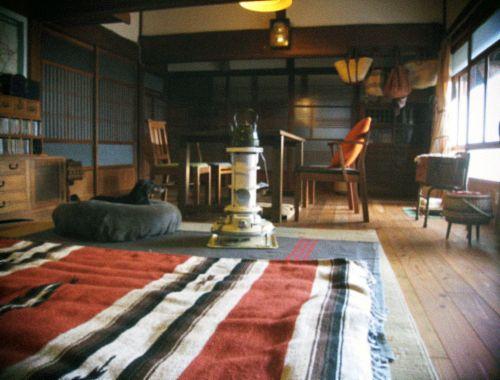 これからの本格的な寒さに備えて 冬用の大きな厚手のラグをフローリングに敷いて 母屋も冬使用に模様替え… 日本の蒸し暑い夏を少しでも快適に過ごす為に 建て...