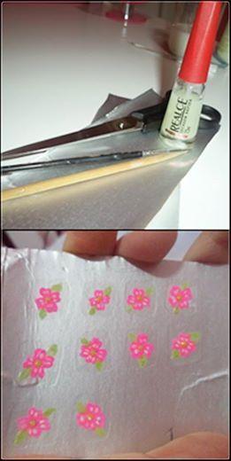 Acabei de fazer adesivos para as unhas é super fácil de fazer:......... 1- Corte uma caixa de leite (pode ser de creme de leite, suco etc) em pedaços pequenos.  2- Faça quadradinhos com a base, do tamanho da sua unha, ou menor se preferir. 3- Espere secar bem. 4- Faça o desenho de sua preferência com esmalte ou tinta de tecido, pode usar um palito ou pincel, dependendo do desenho que for fazer. 5- Espere secar bem e passe uma camada fina de base em cima do desenho.