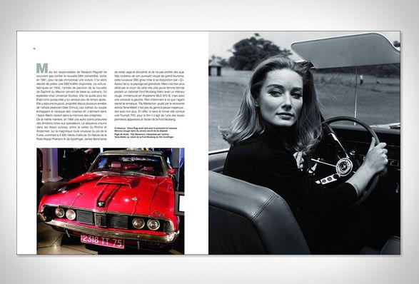 O novo livro, Os Carros de James Bond, presta homenagem aos carros marcantes e veículos que estrelaram ao lado do agente mais famoso do mundo em tantas aventuras inesquecíveis e perseguições radicais. O livro de 192 páginas é ilustrado co