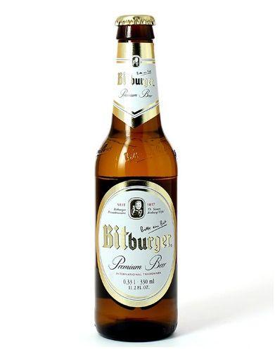 """""""Bitte ein Bit !"""" . La bière Bitburger est l'une des plus grandes marques encore indépendantes et l'une des meilleurs bières commercialisées sur le marché allemand. Orge d'été sélectionné, houblon à la subtile amertume et eau pure et claire de l'Eifel : seuls ces ingrédients entrent dans la composition de ce produit haut de gamme qu'est la Bitburger Premium Beer."""