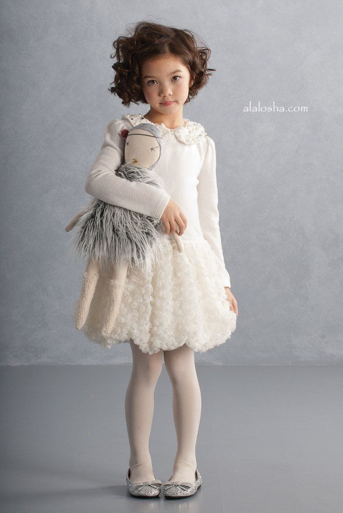 ALALOSHA: VOGUE ENFANTS: Once upon a Christmas dream, little ones took to their wardrobes for that perfect Holiday look…