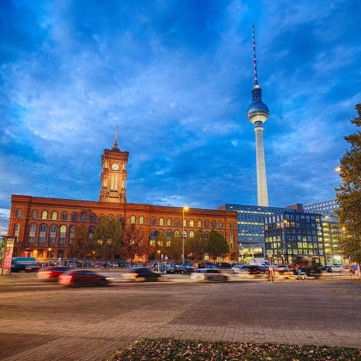 Rotes Rathaus #berlin #rotesrathausberlin #blauestunde #hdr made with #fuji