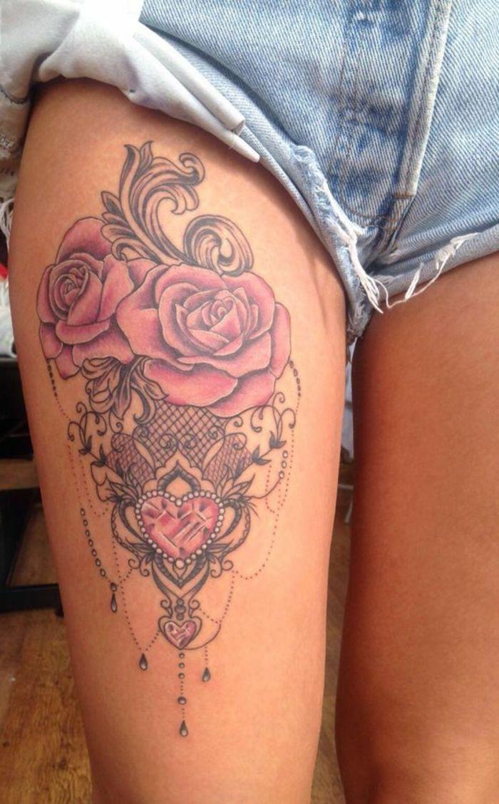 993e25ade dentelle tattoo rose, pantalon en denim mini, roses fleuries et dentelle  graphique