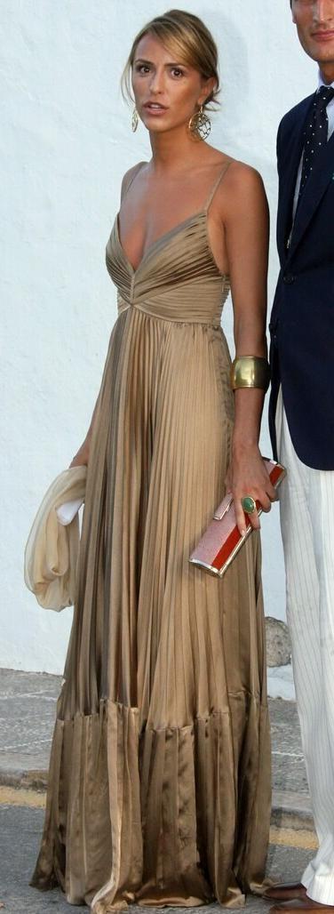 El próximo 16 de julio, se celebrará en Marbella la boda de la hija menor de Cary Lapique, Carla Goyanes. Se espera que para el evento acuda...