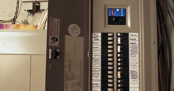 Como colocar uma ponte entre dois disjuntores de 220V. Normalmente, disjuntores bipolares protegem circuitos de 220 volts de excesso de corrente. Cada pólo do disjuntor controla uma metade do circuito. As duas alças em um disjuntor de dois pólos são conectadas para que, se qualquer um deles abrir, o outro disjuntor também é desligado. Isso garante que o circuito seja totalmente energizado ou ...